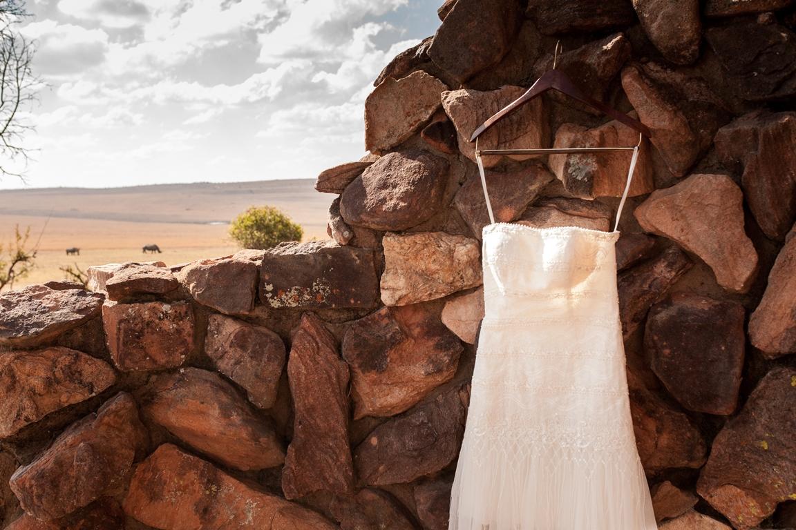 Jurk hangt klaar, neushoorns zijn er klaar voor, de bruiloft kan beginnen!