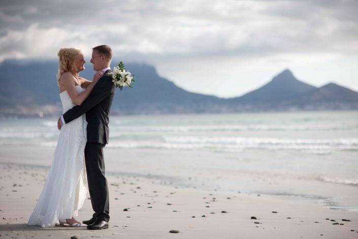 Ook trouwen op het strand is in Zuid-Afrika mogelijk met een Kaapstad bruiloft