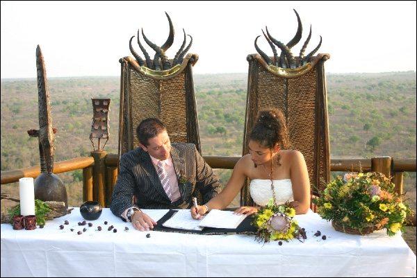 Trouwen in Zuid-Afrika Trouwen op safari: uitzicht tijdens het tekenen is dus niet hetzelfde als in Nederland